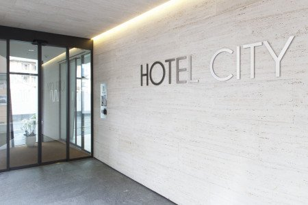 Hotelentry with logo